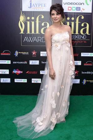 Priyanka-Chopra-At-IIFA-Red-Carpet-2012
