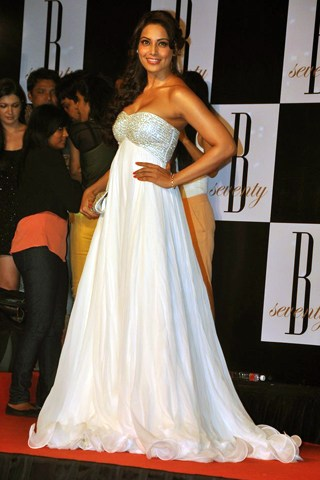 bipasha basu at big'b b'day