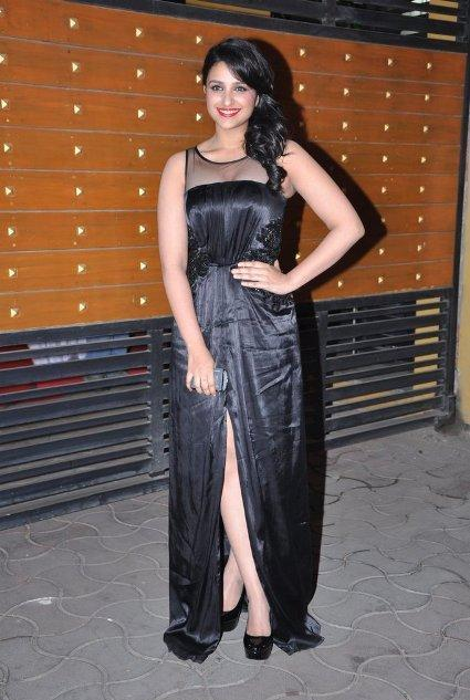 Parineeti Chopra at Filmfare Awards 2013