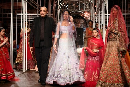 Lisa Hayden Showstopper with Tarun Tahiliani