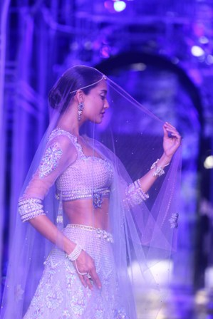 Lisa Haydon as the showstopper of Tarun Tahiliani