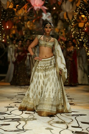 sonam kapoor India Bridal Fashion Week