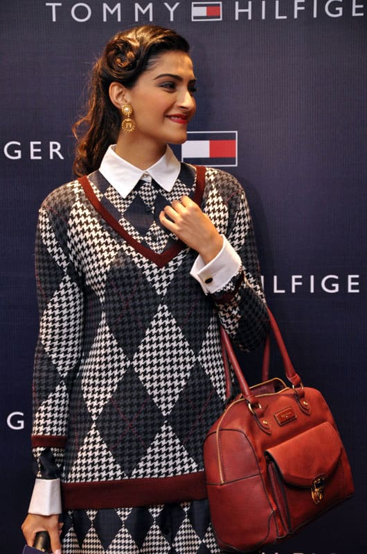 Sonam-Kapoor-in-Tommy-Hilfiger-at-TH-AW13-Launch2