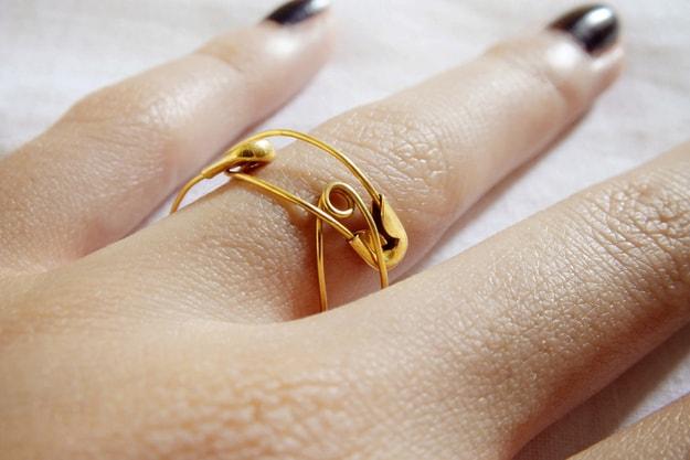 DIY Safety Pin Finger Ring