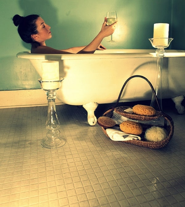 Tips and Tricks to Have Relaxing Bath with Small Bathroom