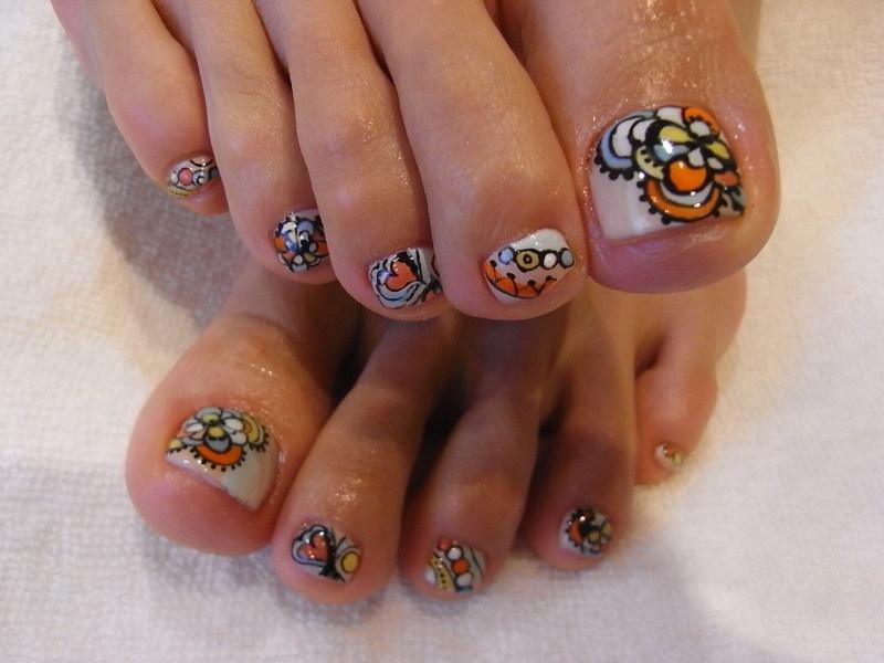 henna toe nail design