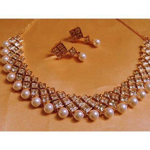 Kundan Pearls